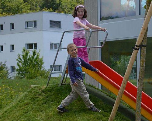 Kinder beim Rutschen