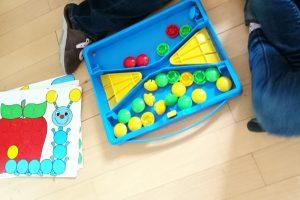 Spielen und Farben lernen